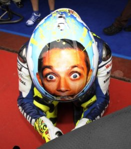 https://hanyaorangiseng.files.wordpress.com/2011/04/valentino_rossi_helmet_01.jpg?w=262